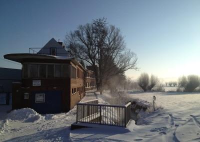 Tuchwerk im Schnee.